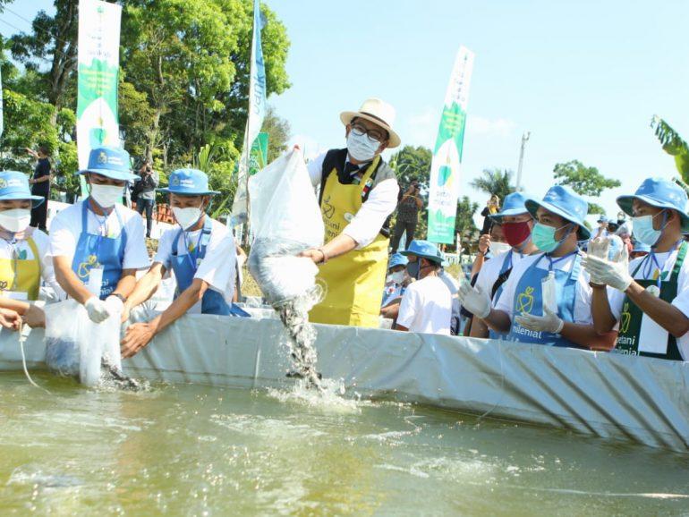 Disaksikan Ridwan Kamil, Agro Jabar Teken Kerja Sama Pembudidaya Ikan Milenial