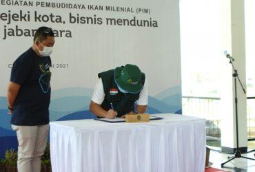 Disaksikan Ridwan Kamil, Agro Jabar Teken Kerja Sama Budidaya Ikan Milenial